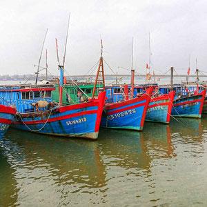 Im Hafen der Stadt Dong Hoi - Hauptstadt der Provinz Quảng Bình und Tor zum Nationalpark Phong Nha Ke Bang.