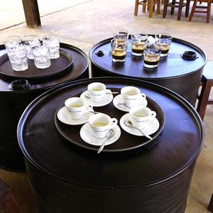 Im Hochland Vietnams laden lokale und familiengeführte Kaffeeröstereien zum probieren ihrer Kaffee-Hausmarken ein.