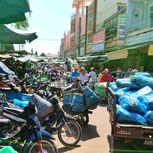 Ein wuseliger Großmarkt in Sa Dec - Mekong Delta.