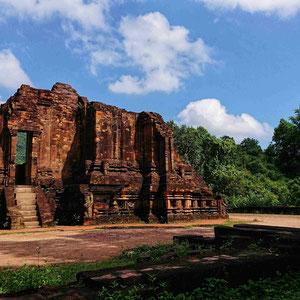 Restaurierte Ruine eines Cham-Tempel, 2. oder 3. Jahrhundert, in der Tempelstadt My Son, Zentralvietnam