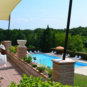 La terrasse en bois et la piscine site de salle for Piscine bois tarn