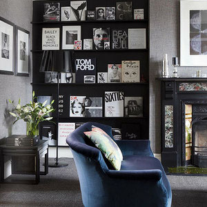Black Walls For Art - PASiNGA Blog, image via homeandinteriors.tumblr