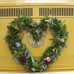 Blumenschmuck Hochzeitsauto VW T2 Bulli