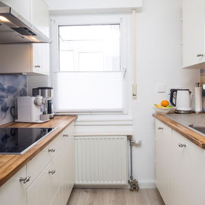 Separate Küche mit Induktionsherd - Ferienwohnung Winterberg