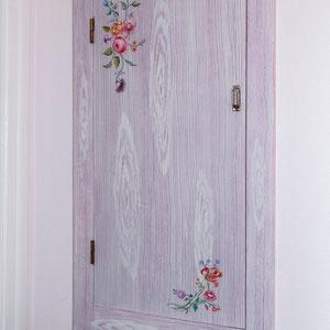 Porte de placard en bois - Imitation de bois cérusé & décors floral - Copyright Pascale Richert