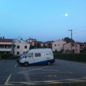 Übernachten auf dem Dorfplatz