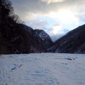 河原歩きの始まり。