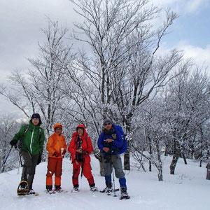 山頂では樹氷が見られました