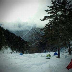 テント設営完了!小仙丈は見えません。