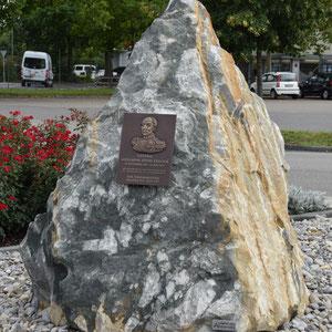 Gedenkstein, Dufour Kaserne Thun, André Iseli Stein- u. Bildhauerwerkstatt, Wimmis
