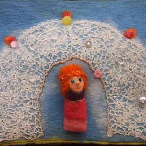 textiles Buch Schiffsjunge mit Fingerpuppe Mädchen unter Torbogen, von Faserverbund