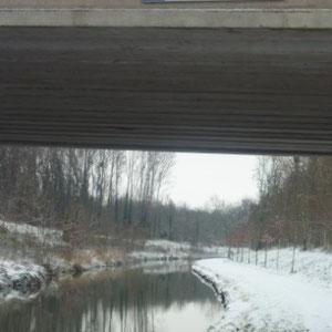 Rando cyclo, l'Ourcq : chaque pont est marqué (nom, distance de Paris) - Au Bout des Pieds