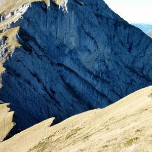 Pécloz (Bauges, 73) : la crête de l'Arpette et face ouest du Pécloz - AU BOUT DES PIEDS