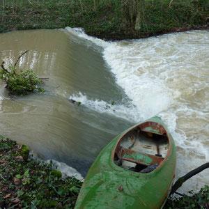 l'Aubetin, Amillis, 3è déversoir, dangereux par ce niveau d'eau - AU BOUT DES PIEDS