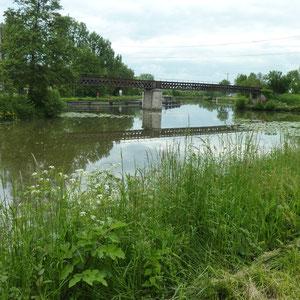 Canal d'Orléans  : fin, à Buges - Au Bout des Pieds