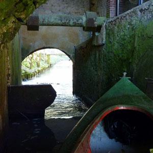 le barrage sous le moulin - AU BOUT DES PIEDS