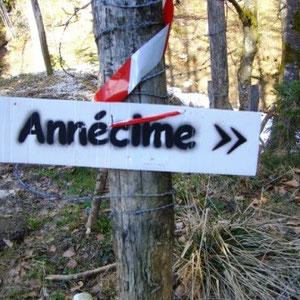 Annecîmes, Maxirace : en descendant du col de la Frasse - AU BOUT DES PIEDS