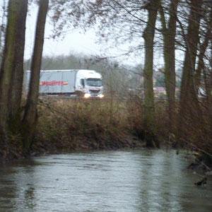 pont de la N4 à Esternay - AU BOUT DES PIEDS