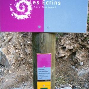 Ecrins : panneau du Parc National - AU BOUT DES PIEDS