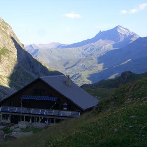 Ecrins : refuge de l'Alpe de Villard d'Arêne - AU BOUT DES PIEDS