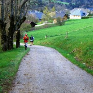 Annecîmes, Maxirace : arrivée sur Leschaux - AU BOUT DES PIEDS