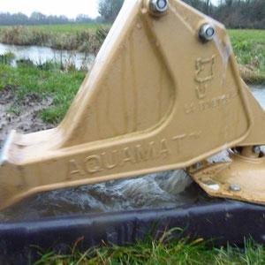 pompe à eau mécanique pour vache - AU BOUT DES PIEDS