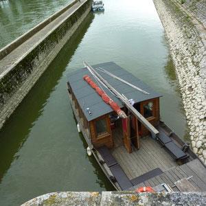 Canal d'Orléans : 1ère écluse à Orléans - Au Bout des Pieds