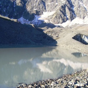 Ecrins : lac du glacier d'Arsine - AU BOUT DES PIEDS
