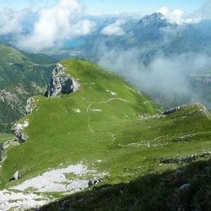 Sambuy (Bauges, 73) : la Petite Sambuy et lac d'Annecy - AU BOUT DES PIEDS