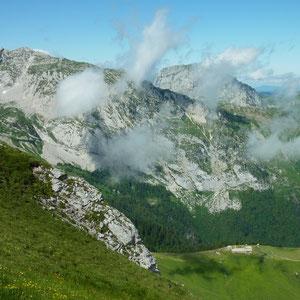 Sambuy (Bauges, 73) : chalet de l'Aup de Seythenex, Arcalod et Trélod - AU BOUT DES PIEDS