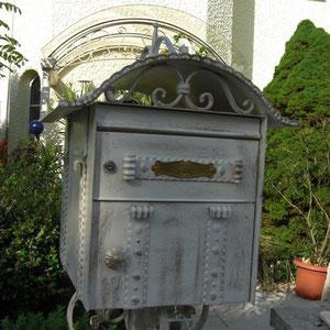 Geschmiedeter Briefkasten