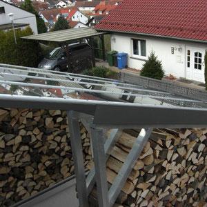 Moderne Überdachung aus verzinktem Stahl mit Glasdach