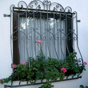 Verschnörkeltes Fenstergitter – unten Ausgestellt