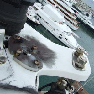 impacto de rayo en un mastil de aluminio de un velero