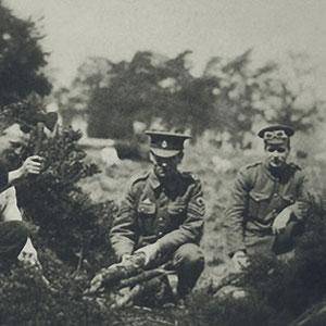 Vaughan Williams -extrema izquierda- con el Servicio de sanidad del Ejército Real.