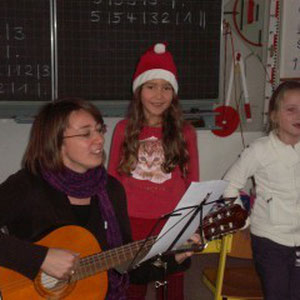 Der kleine Nikolaus singt für den großen Nikolaus
