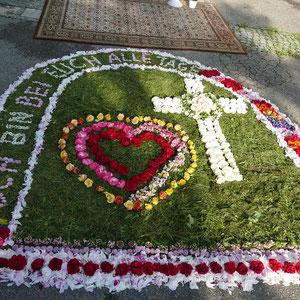 31.05 2018 Fronleichnam Blumenteppich der Kolpingsfamilie im Franzosen Hof
