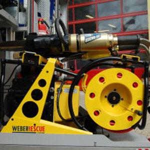 Hersteller: Weber Rescue Aggregat: E 50-T+SAH 20 Motor: E-Motor 230V1,3 kW Betriebsdruck: 630/700bar Ölvolumen: 4,0l Schere: RSX 200 - 107 Spreizer:  SP 53 BS