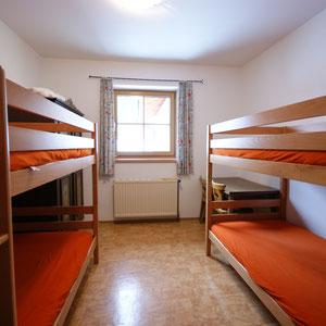 1 Zimmer mit 2 Stockbetten