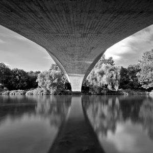 Urban Portraits - Water: Sleeping Beauty Bridge (Copyright Martin Schmidt, Fotograf für Schwarz-Weiß Fine-Art Architektur- und Landschaftsfotografie aus Nürnberg)
