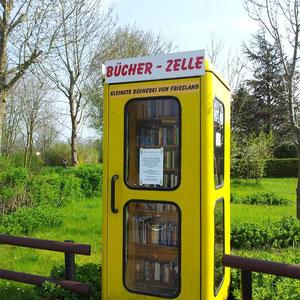 Foto  des Monats: Mai 2012 - Kleinste Bücherrei Frieslands in Sankt Joost/Hooksiel