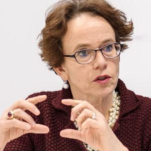 """Eva Herzog  Regierungsrätin BS SP   «Die tatsächliche Gleichstellung der Frauen ist mir ein grosses Anliegen - dafür werde ich mich weiterhin mit Vehemenz einsetzen.""""!»"""