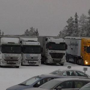 Parkplatz zum Schneeketten auflegen