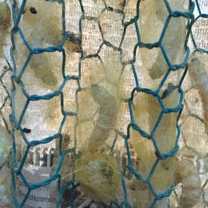 hier werden die Raupen zum Verpuppen eingesetzt