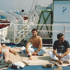Kamil Yigit, Uwe Vomberg und Andi Witt (???) geniessen die überfahrt