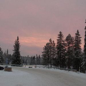 Ankunft beim Sonnenuntergag an der Schanze (13:30 Uhr finnische Zeit)