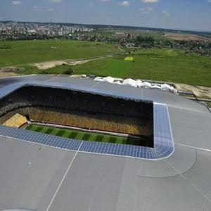 In 103 Meter. Blick über das Stadion auf Lemberg