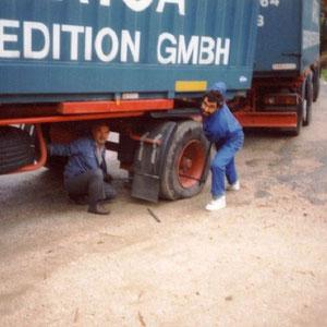 Berti und Michel beim wohl unbeliebtesten Job eines Fahrers