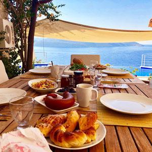 unser erstes Frühstück in der Villa Rumi