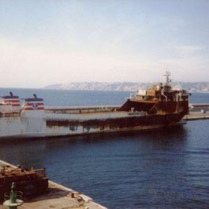 Ausgebrannte Fähre St.Clair im Hafen von Marseille.St.Clair fuhr die Route Marseille - Tunis - Marseille